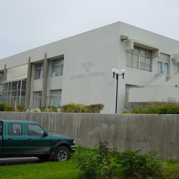 Edificio Escuela de Ingeniería Comercial UCN Coquimbo