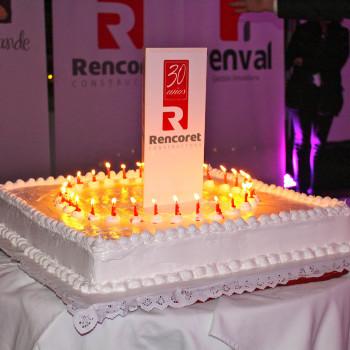 fiesta-30-años-constructora-rencoret-enjoy-la-serena-torta