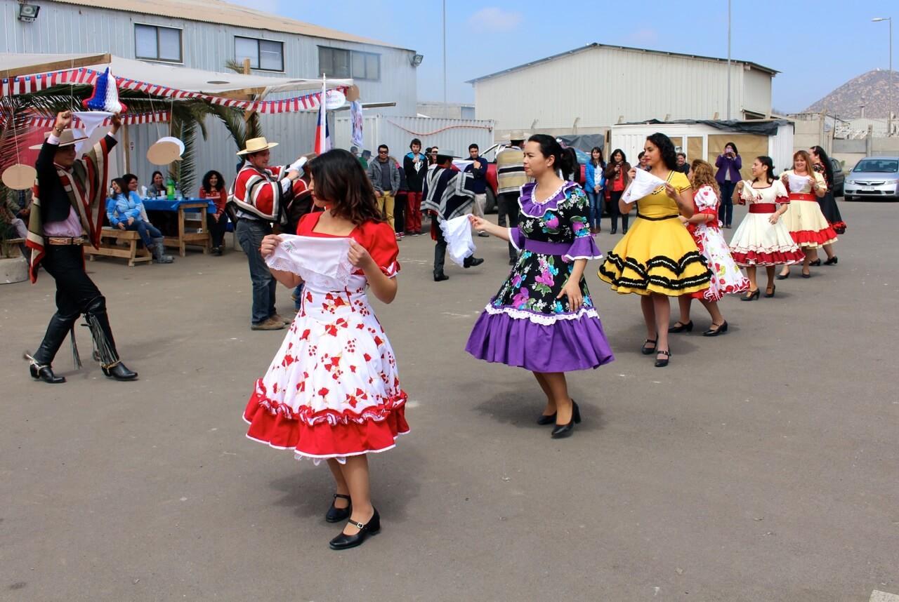 cueca-constructora-rencoret-celebra-las-fiestas-patrias-2016