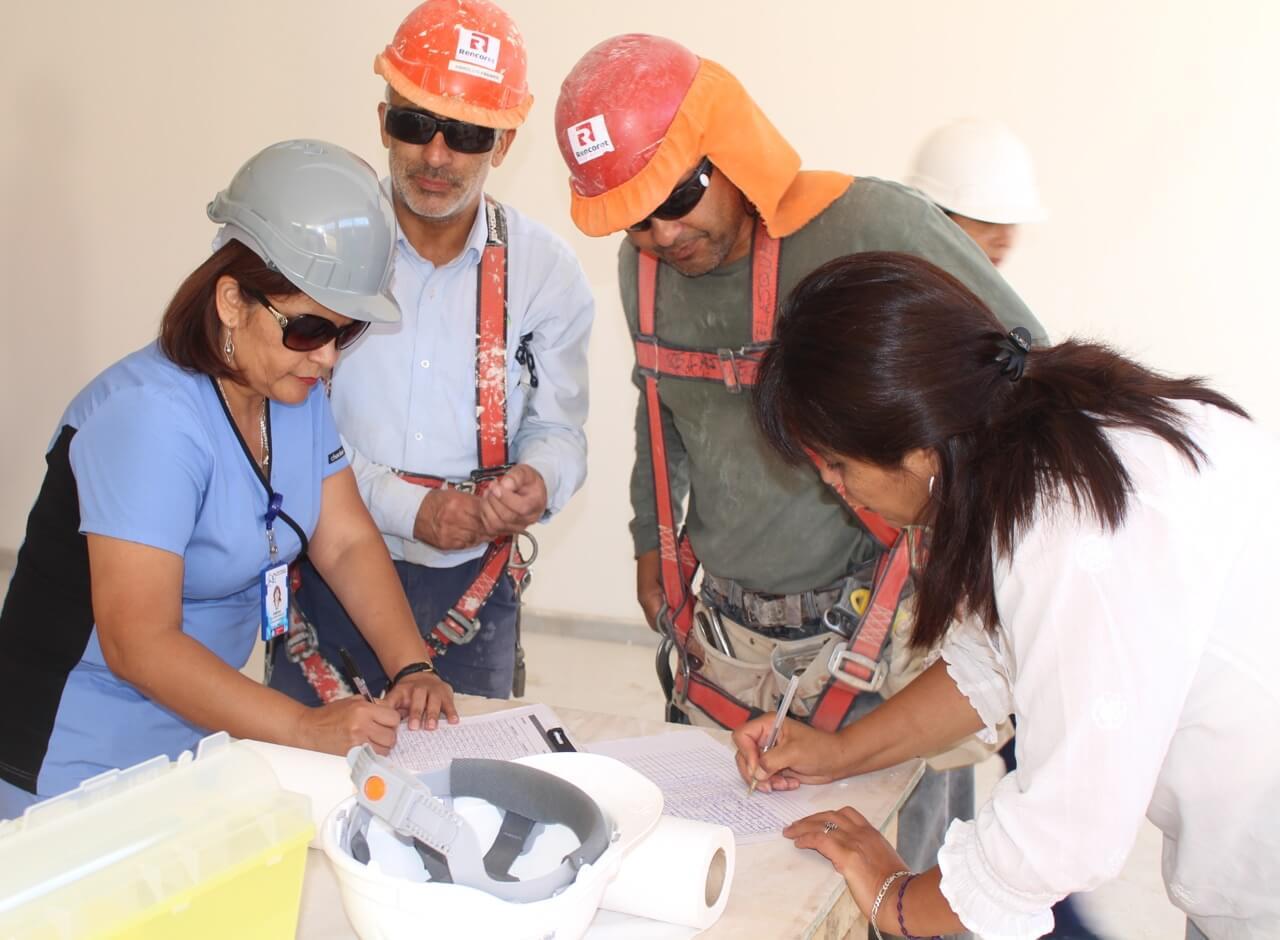 trabajadores-constructora-rencoret-obra-coquimbo-cesfam-el-sauce-vacunacion-influenza11