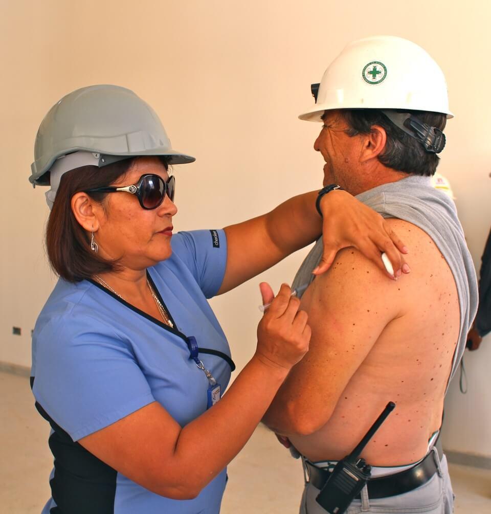 trabajadores-constructora-rencoret-obra-coquimbo-cesfam-el-sauce-vacunacion-influenza13