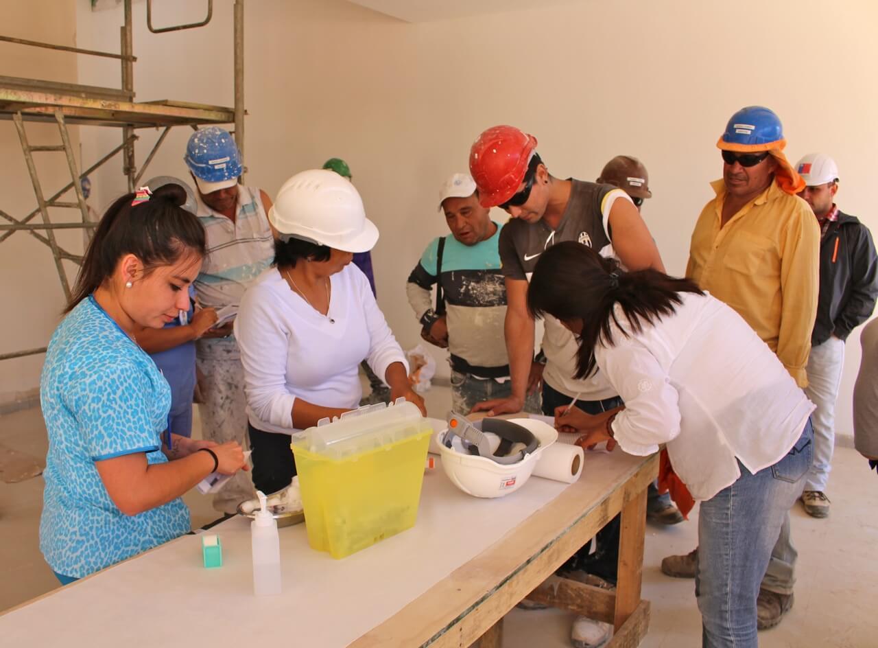 trabajadores-constructora-rencoret-obra-coquimbo-cesfam-el-sauce-vacunacion-influenza14