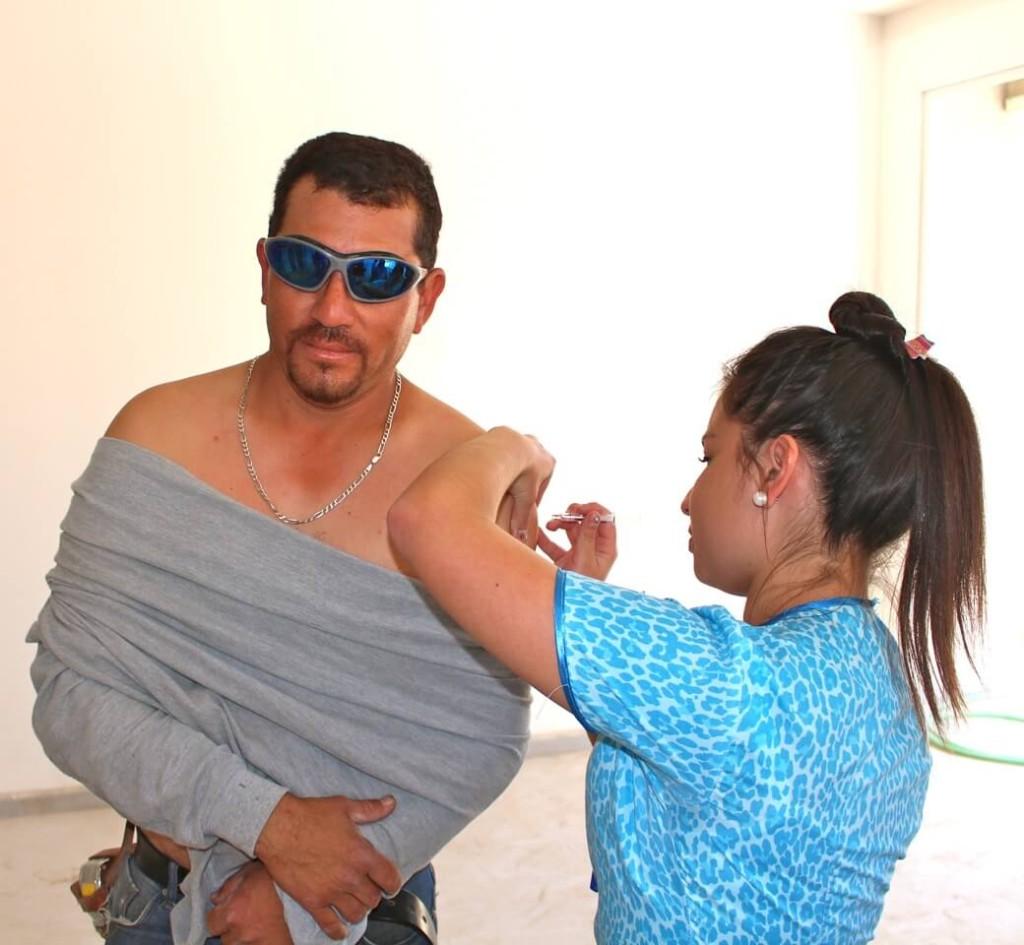 trabajadores-constructora-rencoret-obra-coquimbo-cesfam-el-sauce-vacunacion-influenza16