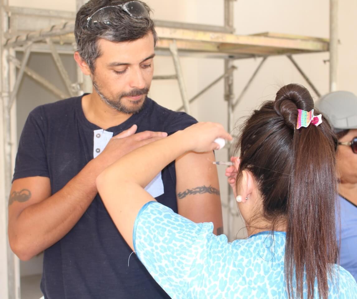 trabajadores-constructora-rencoret-obra-coquimbo-cesfam-el-sauce-vacunacion-influenza8