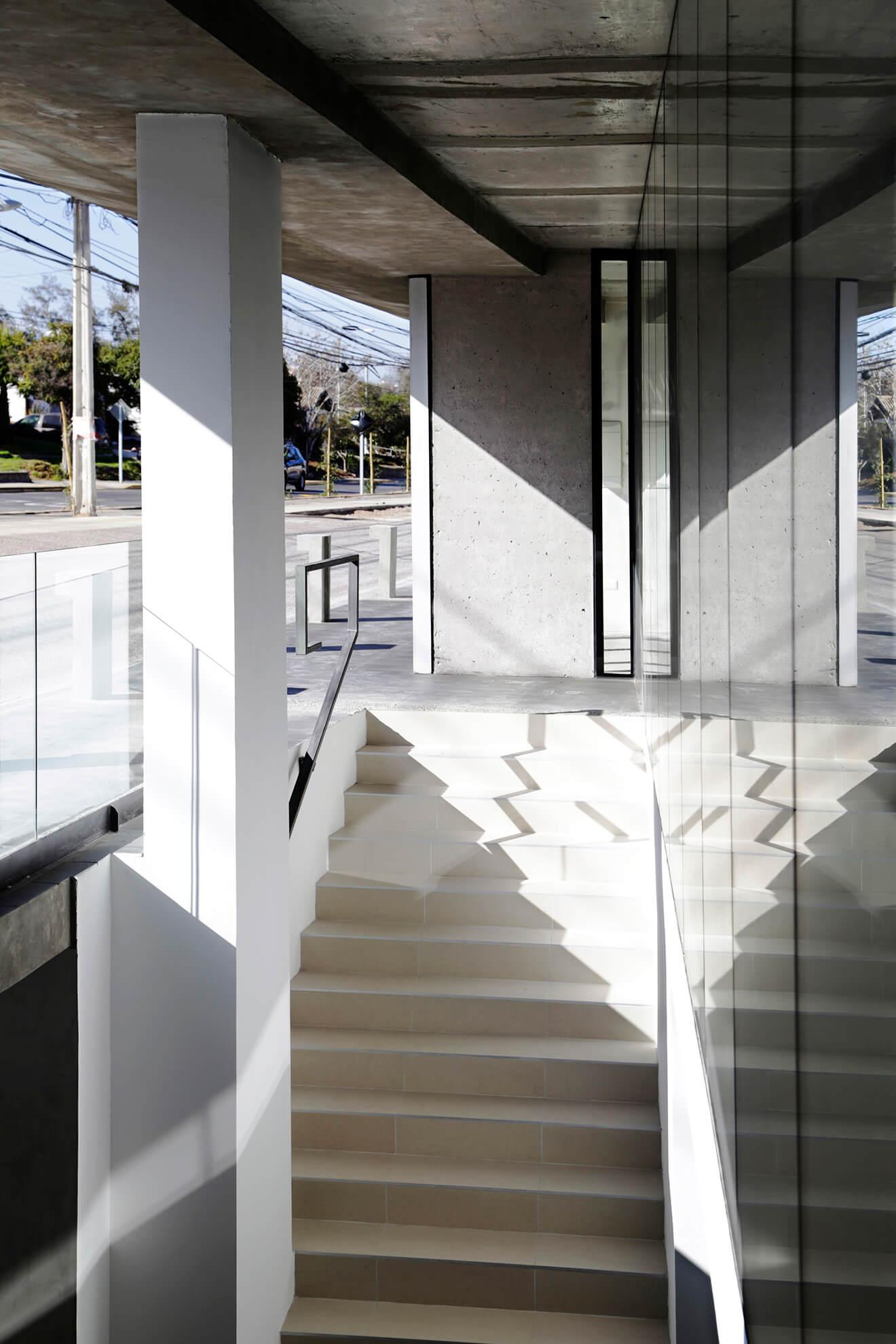 Edificio-Atrium-escalera-cisternas-construcción-constructora-Rencoret-La-Serena