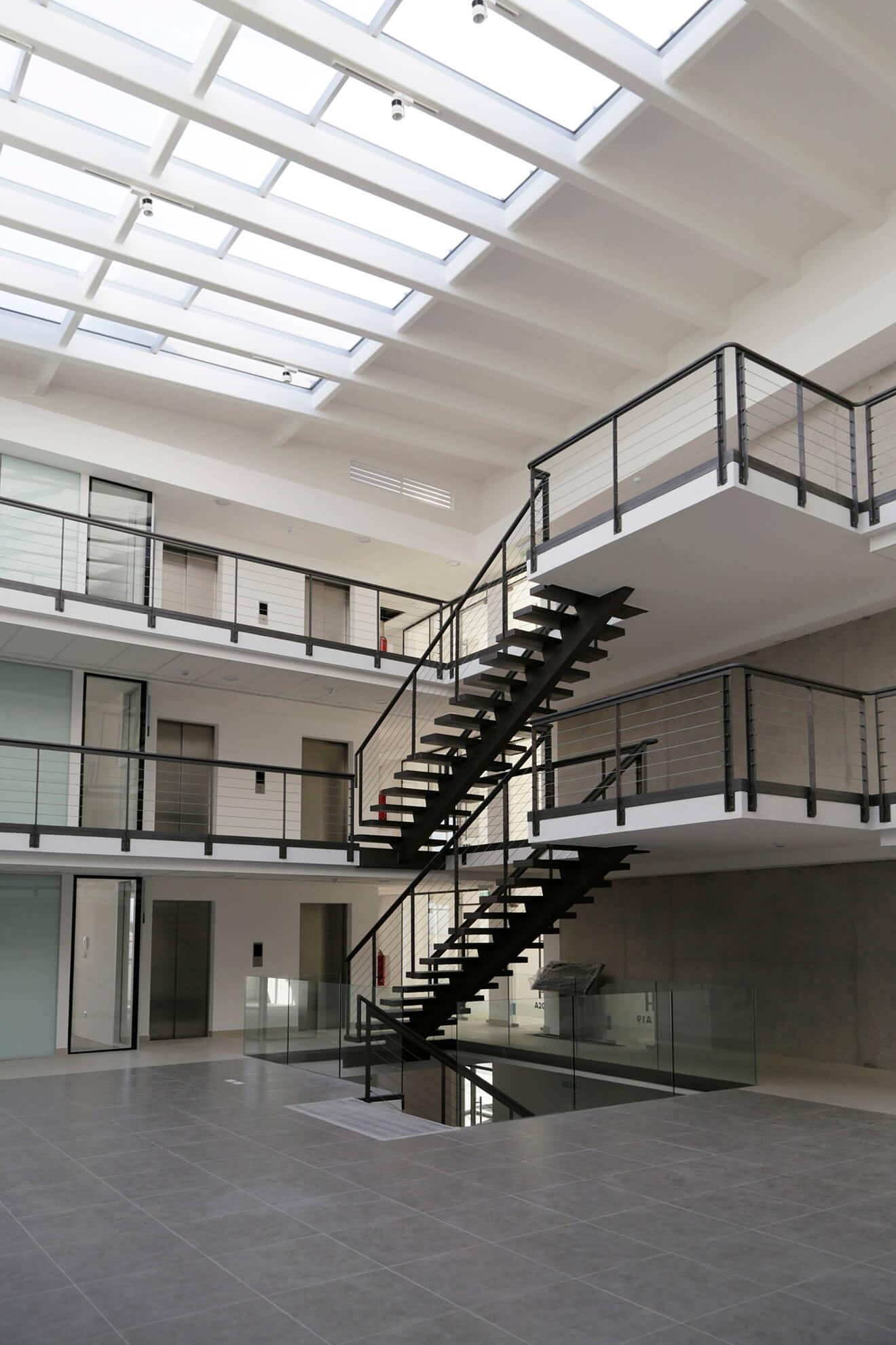 Edificio-Atrium-escaleras-construcción-constructora-Rencoret-La-Serena