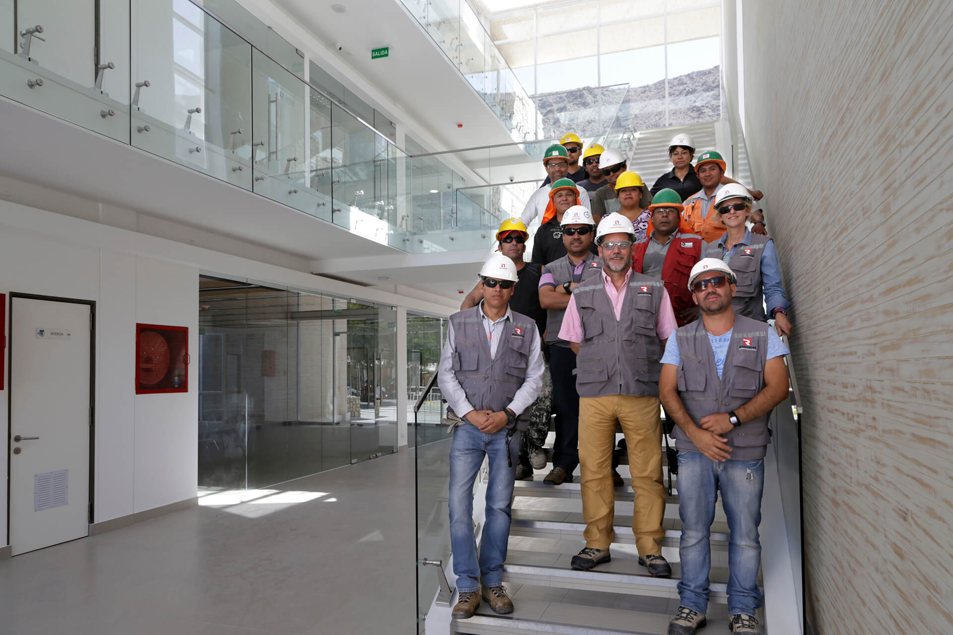 Trabajadores-Edificio-municipal-alto-del-carmen-constructora-rencoret-atacama