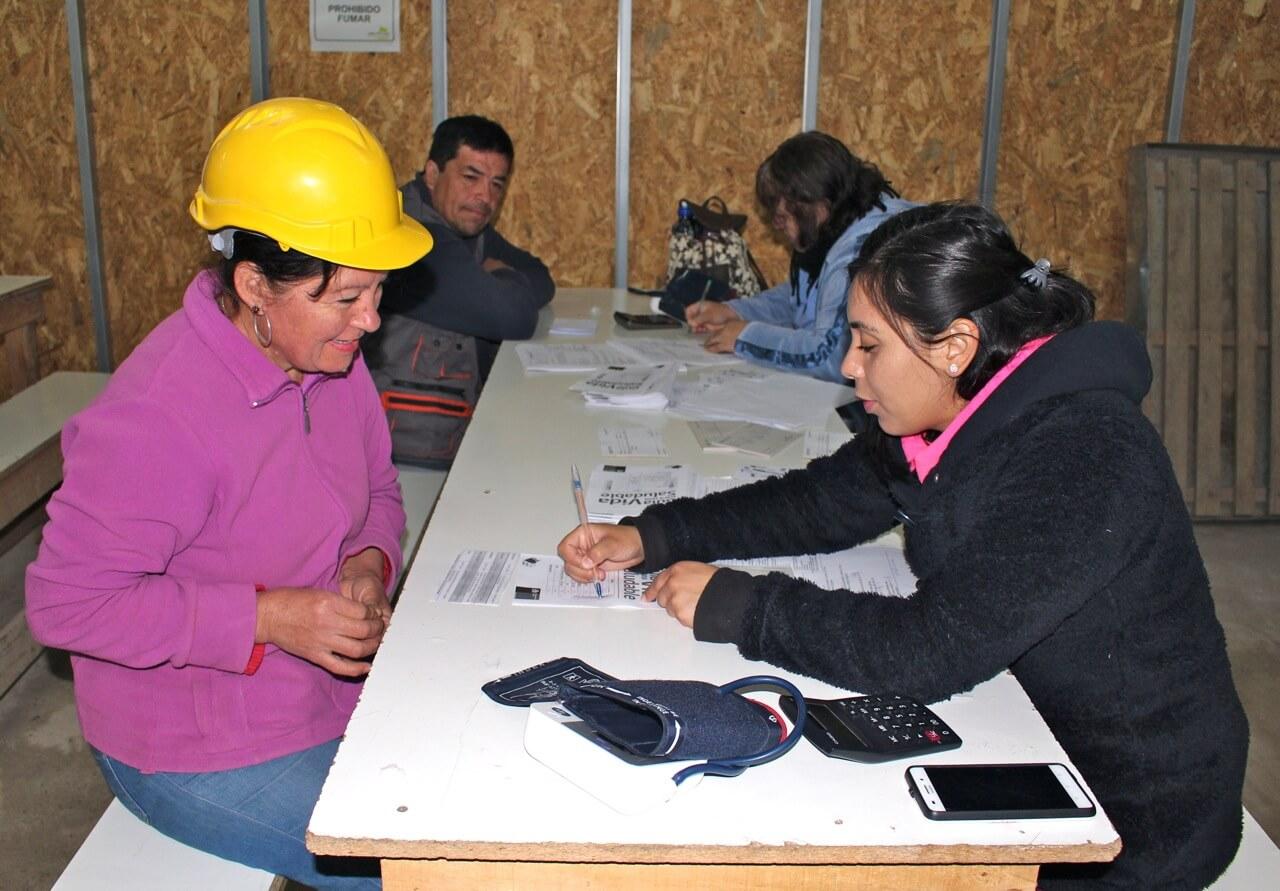 Examen-preventivo-en-faena-coquimbo-trabajadores-constructora-rencoret
