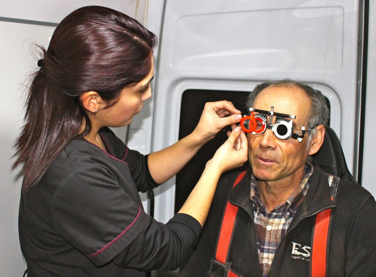 trabajadores-operativo-oftalmológico-en-faena-Coquimbo