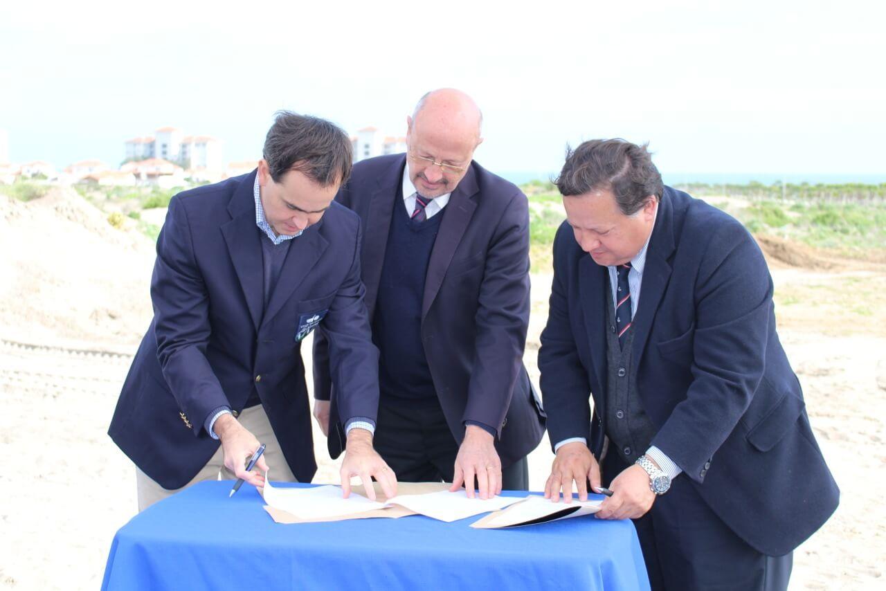 firma-acuerdo-utilización-instalaciones-de-club-serena-golf-con-colegio-alianza-francesa