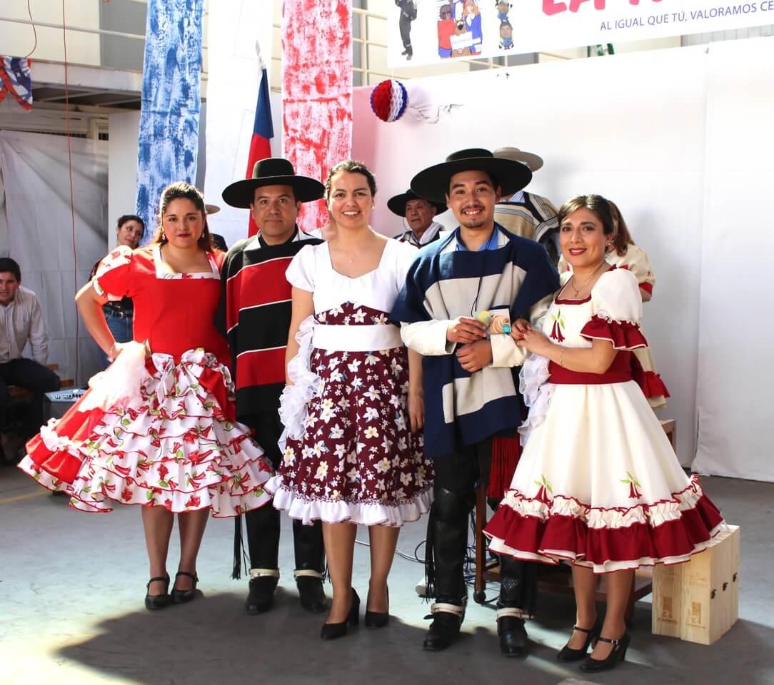 Fonda-La-Rencorosa-colaboradores-de-las-empresas-Rencoret-celebran-el-inicio-de-fiestas-patrias-12