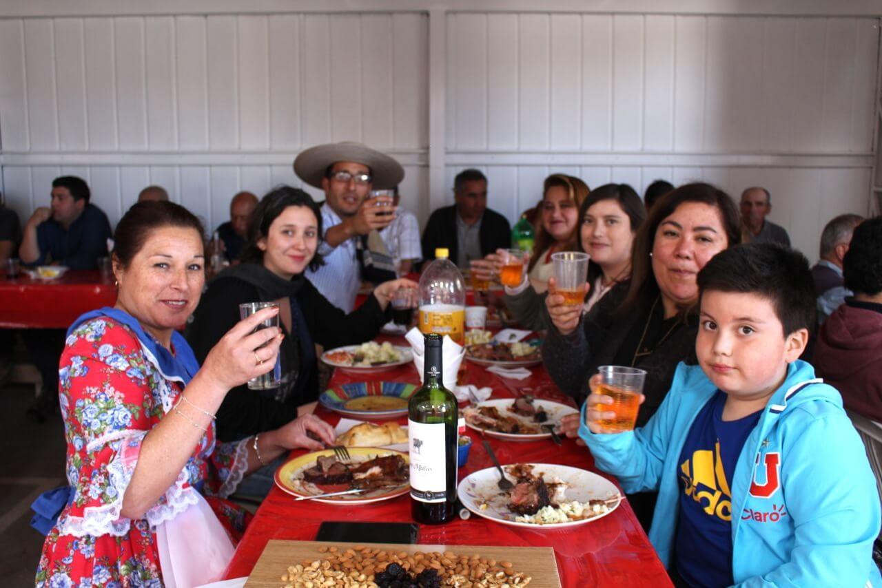 Fonda-La-Rencorosa-colaboradores-de-las-empresas-Rencoret-celebran-el-inicio-de-fiestas-patrias-3