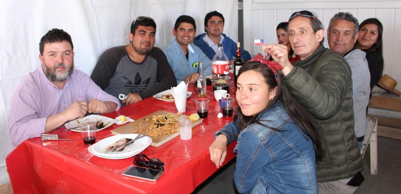 Fonda-La-Rencorosa-colaboradores-de-las-empresas-Rencoret-celebran-el-inicio-de-fiestas-patrias-6