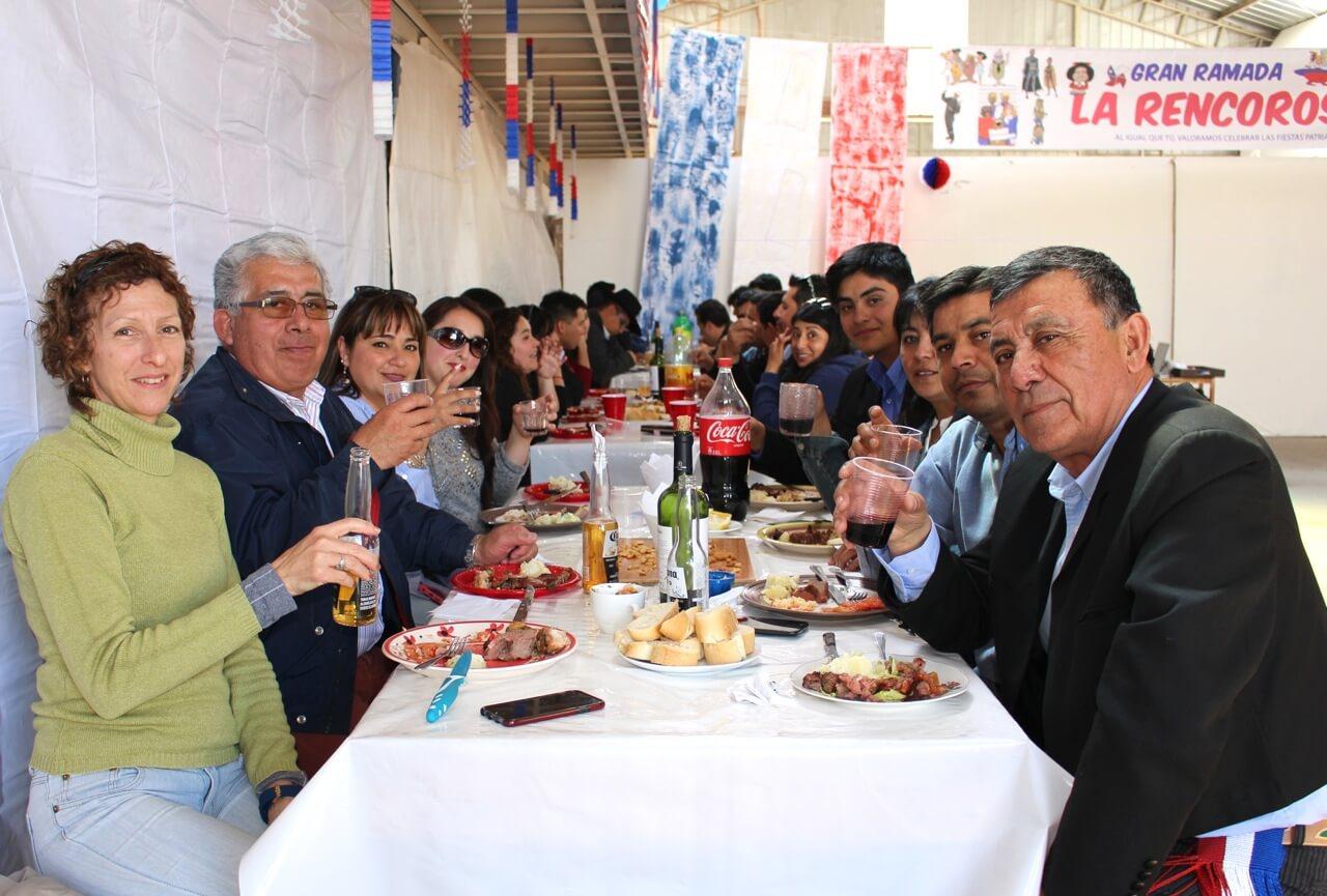 Fonda-La-Rencorosa-colaboradores-de-las-empresas-Rencoret-celebran-el-inicio-de-fiestas-patrias-9