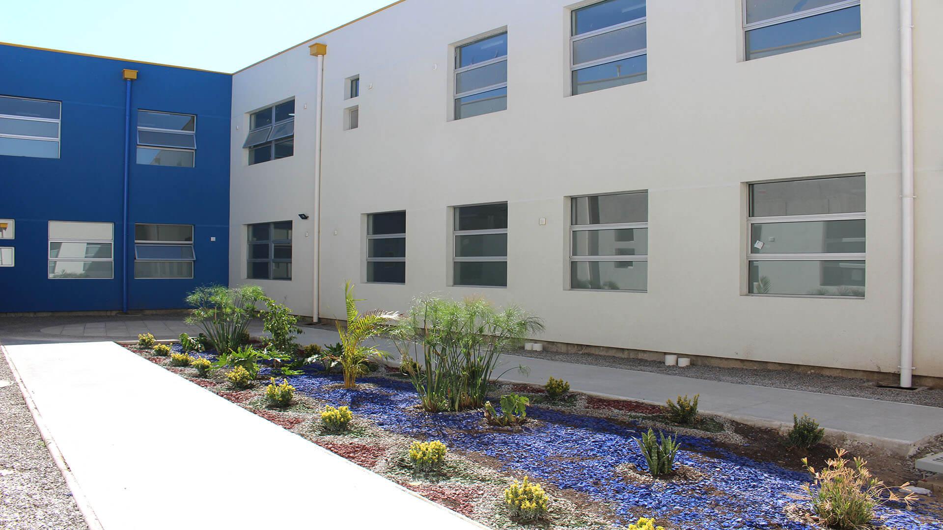 Cesfam-Ovalle-Constructora-Rencoret-Patio-Interior