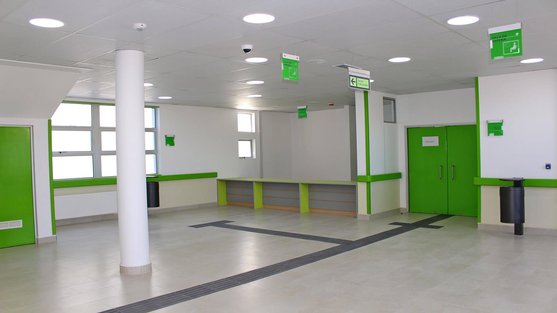 Cesfam-Ovalle-Sala-de-espera-Constructora-Rencoret
