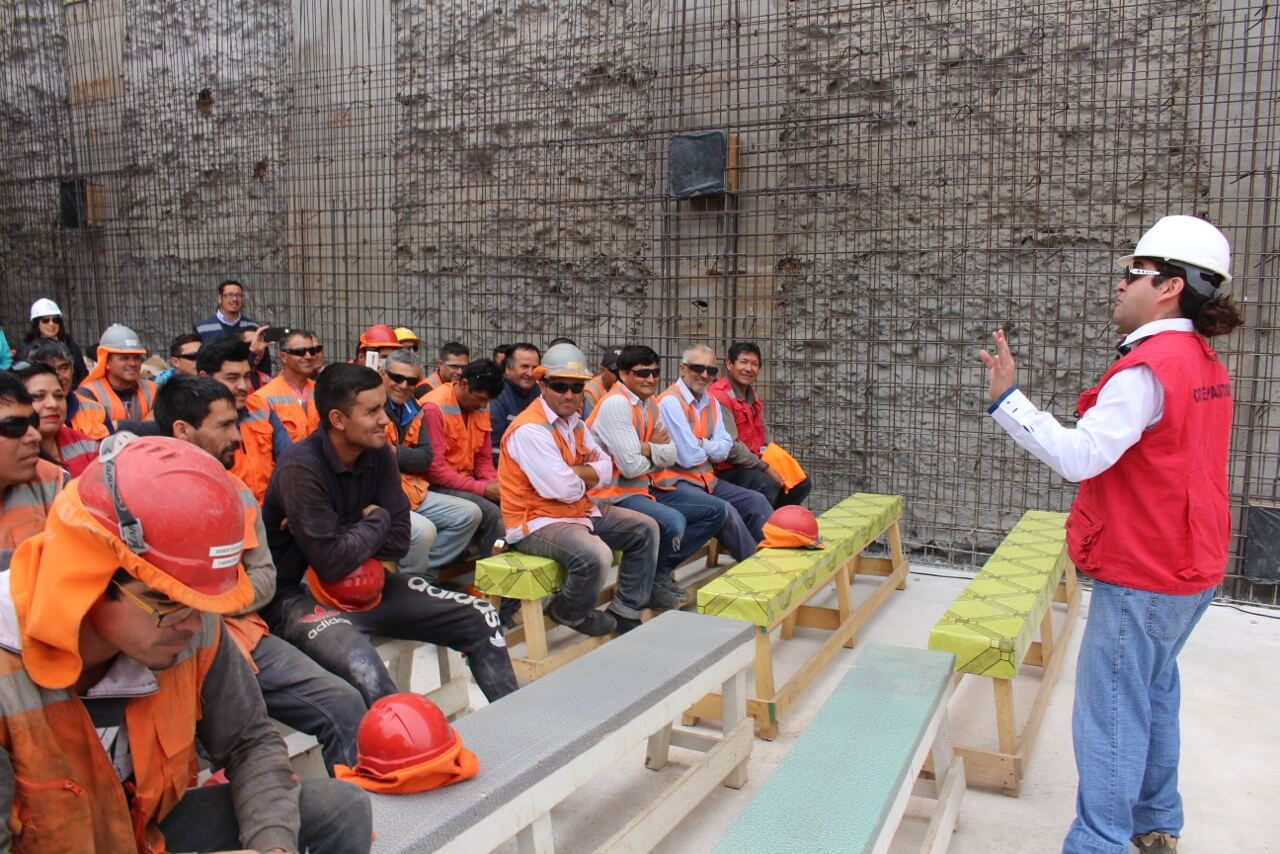 Celebración-Dia-del-trabajador-de-la-construcción-constructora-rencoret-edificio-san-lorenzo-La-serena-3