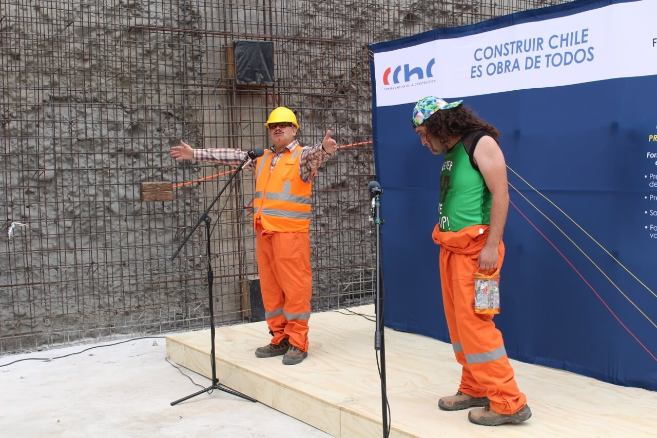 Obra-de-teatro-Dia-del-trabajador-de-la-construcción-constructora-rencoret-edificio-san-lorenzo-La-serena