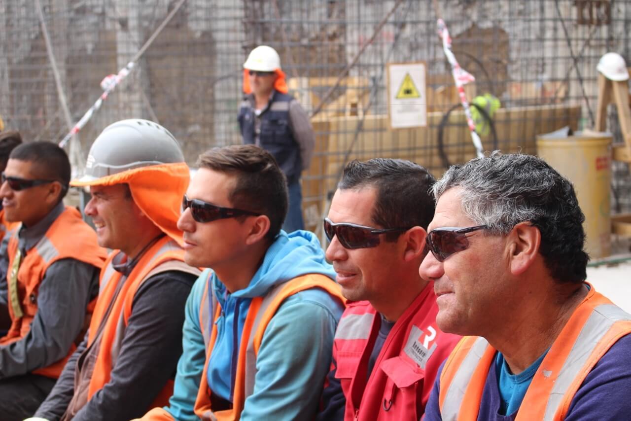 Obra-de-teatro-Dia-del-trabajador-de-la-construcción-constructora-rencoret-obra-san-lorenzo-La-serena-2