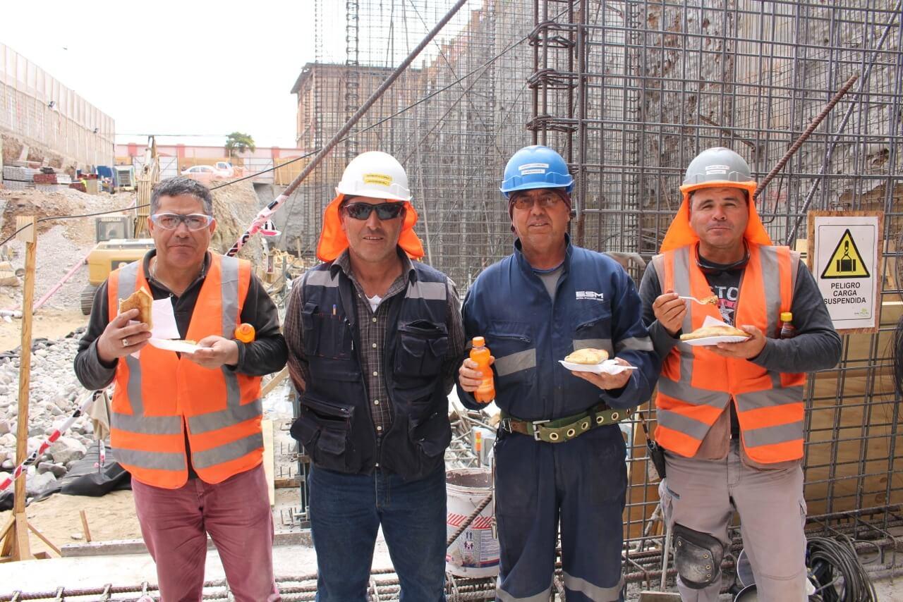 Obra-de-teatro-Dia-del-trabajador-de-la-construcción-constructora-rencoret-obra-san-lorenzo-La-serena-3