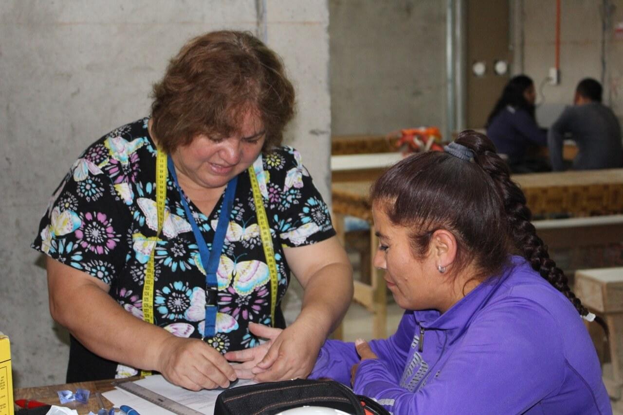 trabajadores-realizan-examen-preventivo-en-obra-constructora-rencoret-trabajadores-coquimbo