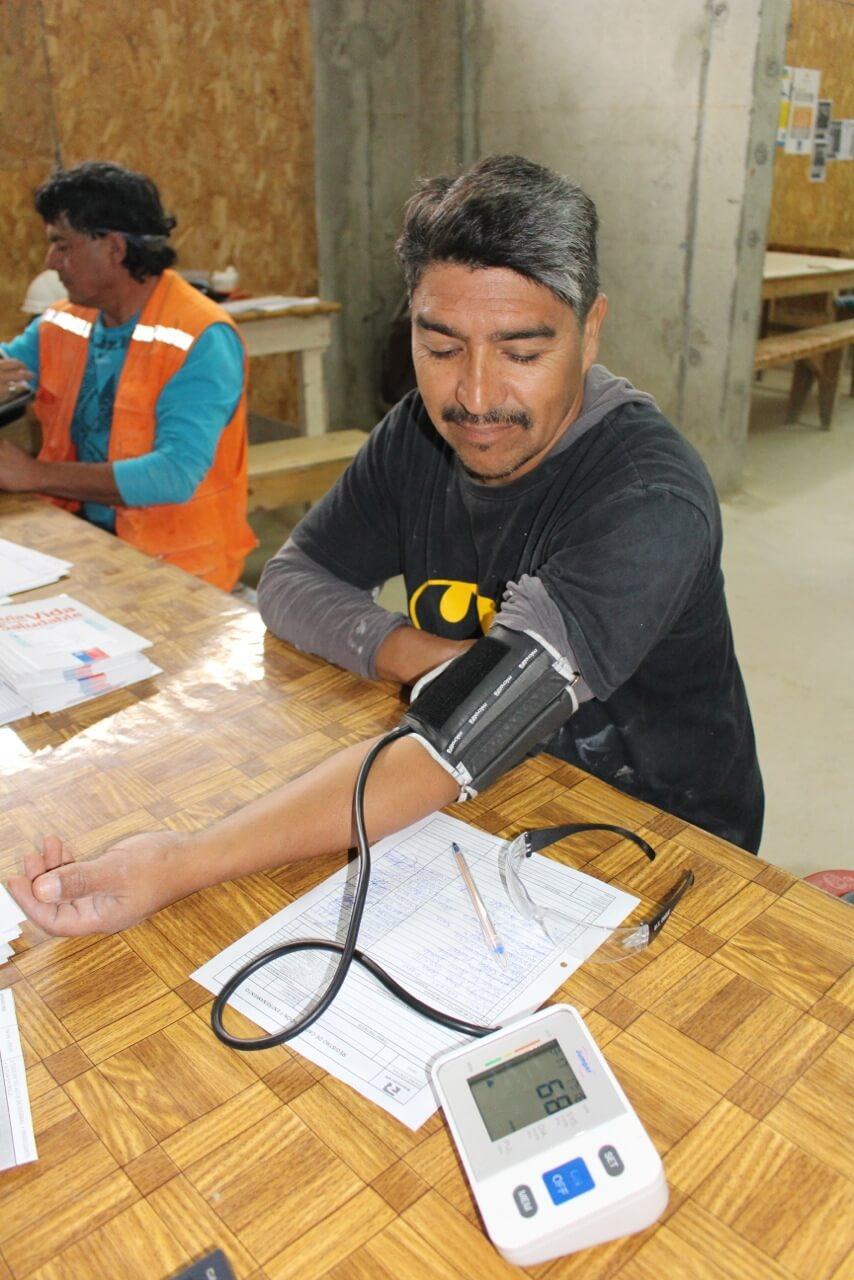 trabajadores-se-realizan-examen-preventivo-en-obra-constructora-rencoret-trabajadores-coquimbo