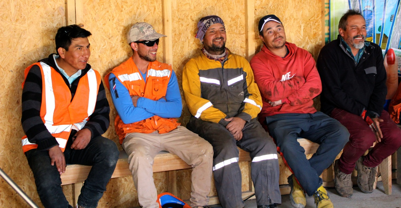 Constructora-Rencoret-Intervencion-artistica-a-trabajadores-obra-Polideportivo-Las-Compañías-La-Serena-7