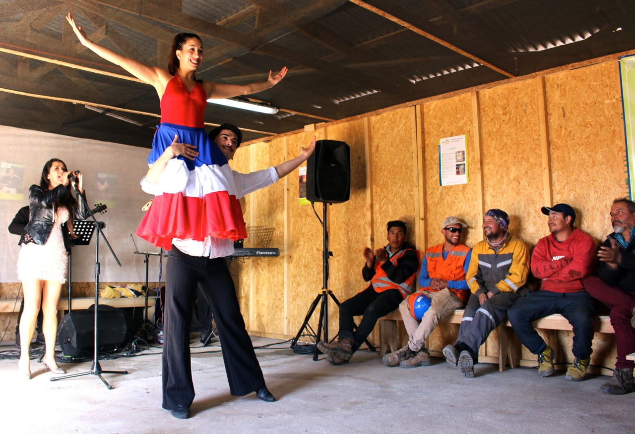 Constructora-Rencoret-Intervencion-artistica-a-trabajadores-obra-Polideportivo-Las-Compañías-La-Serena