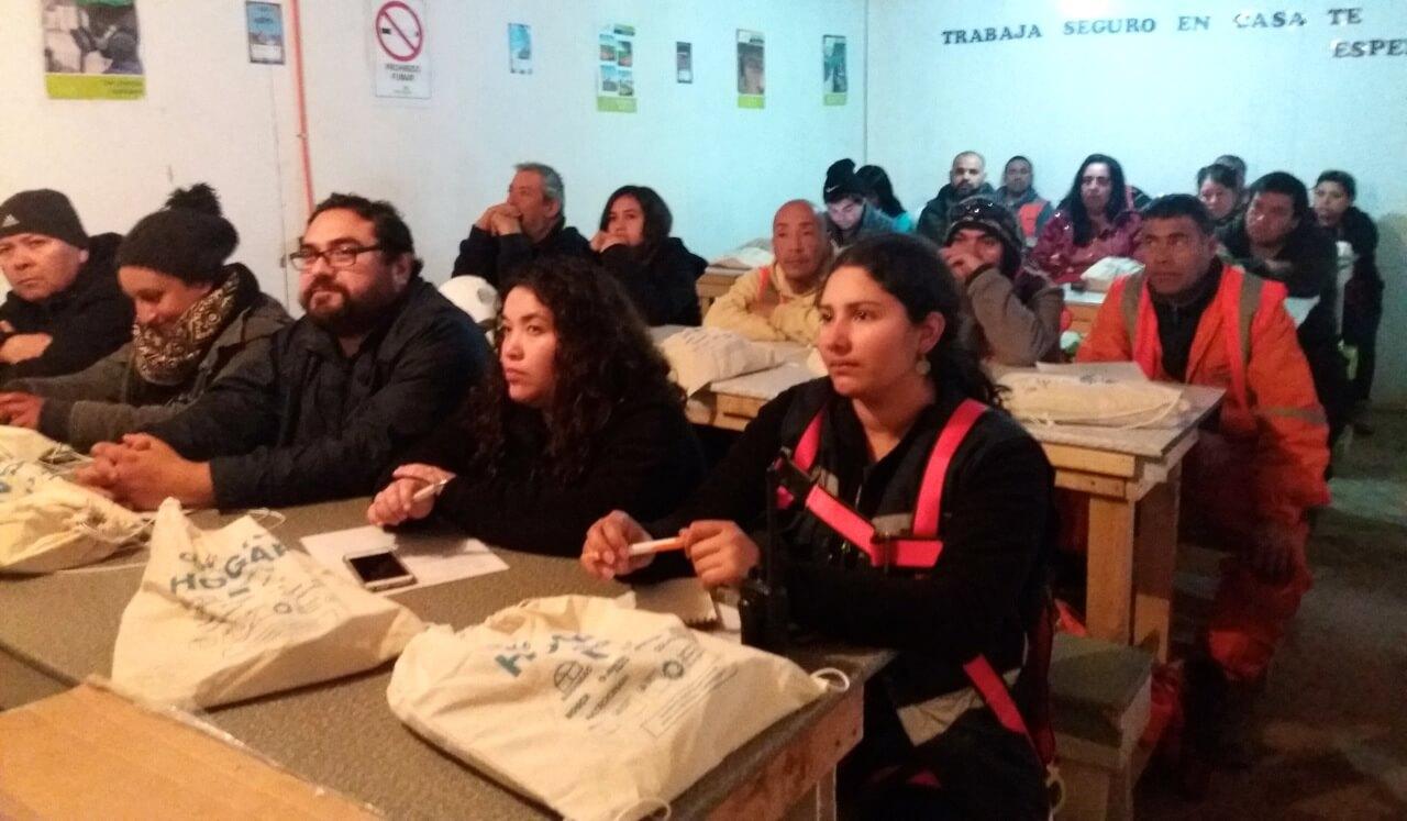 Trabajadores-constructora-rencoret-participan-en-taller-Hogar+-de-sustentabilidad-domiciliaria-2
