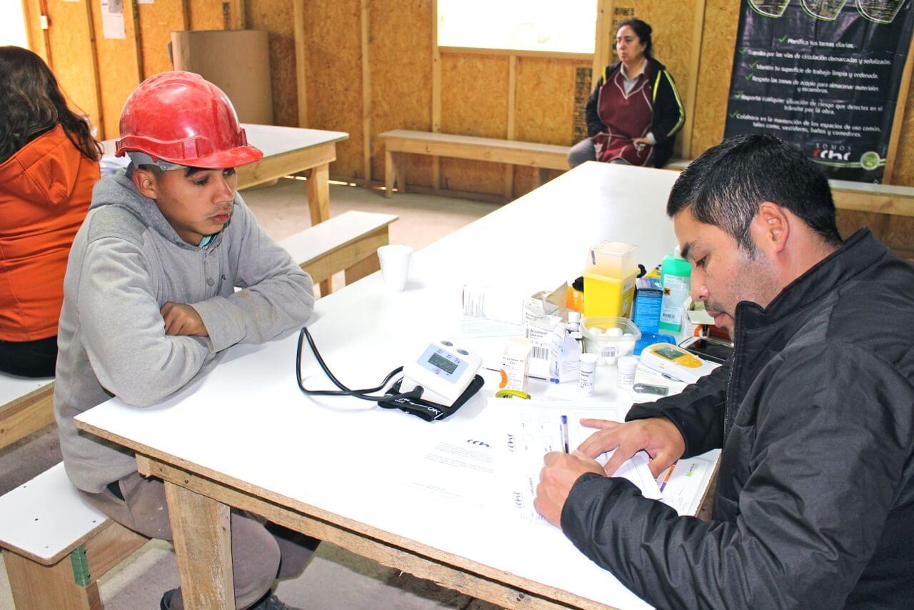 operativo-social-CCHC-a-trabajadores-constructora-rencoret-oba-polideportivo-las-compañías-La-Serena