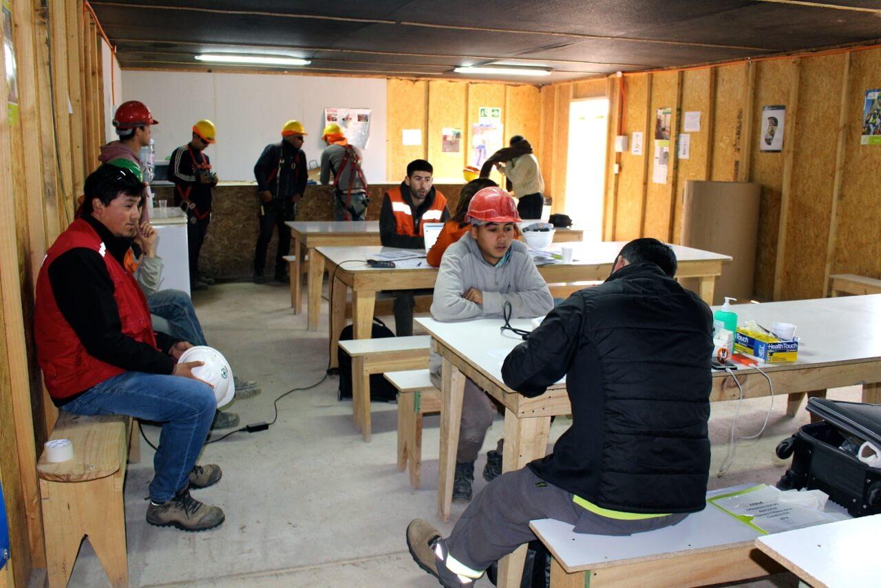 operativo-social-asesoría-trabajadores-constructora-rencoret-oba-polideportivo-las-compañías-La-Serena