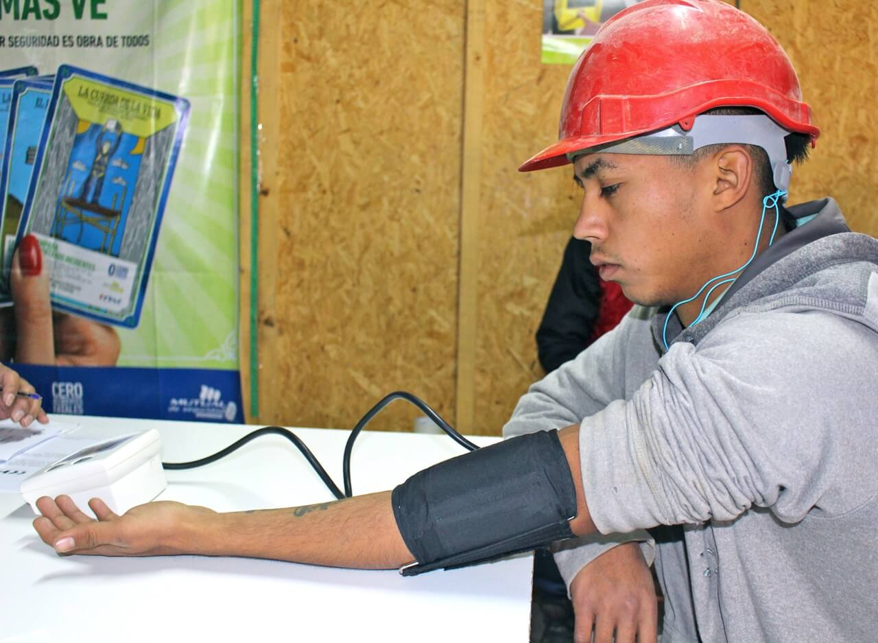 operativo-social-trabajadores-constructora-rencoret-oba-polideportivo-las-compañías-La-Serena-Chile