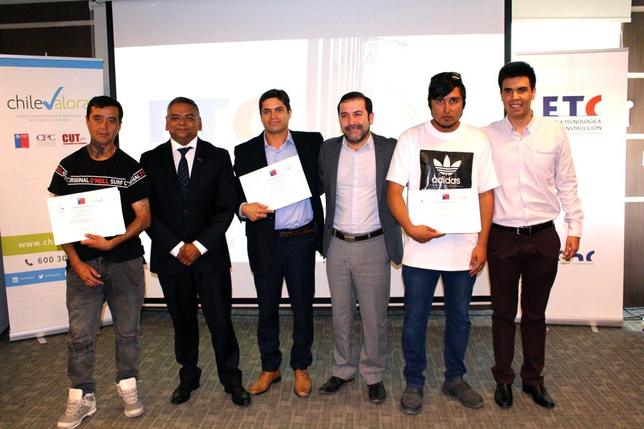 ocho-trabajadoes-de-constructora-rencoret-certificacion-competencias-laborales