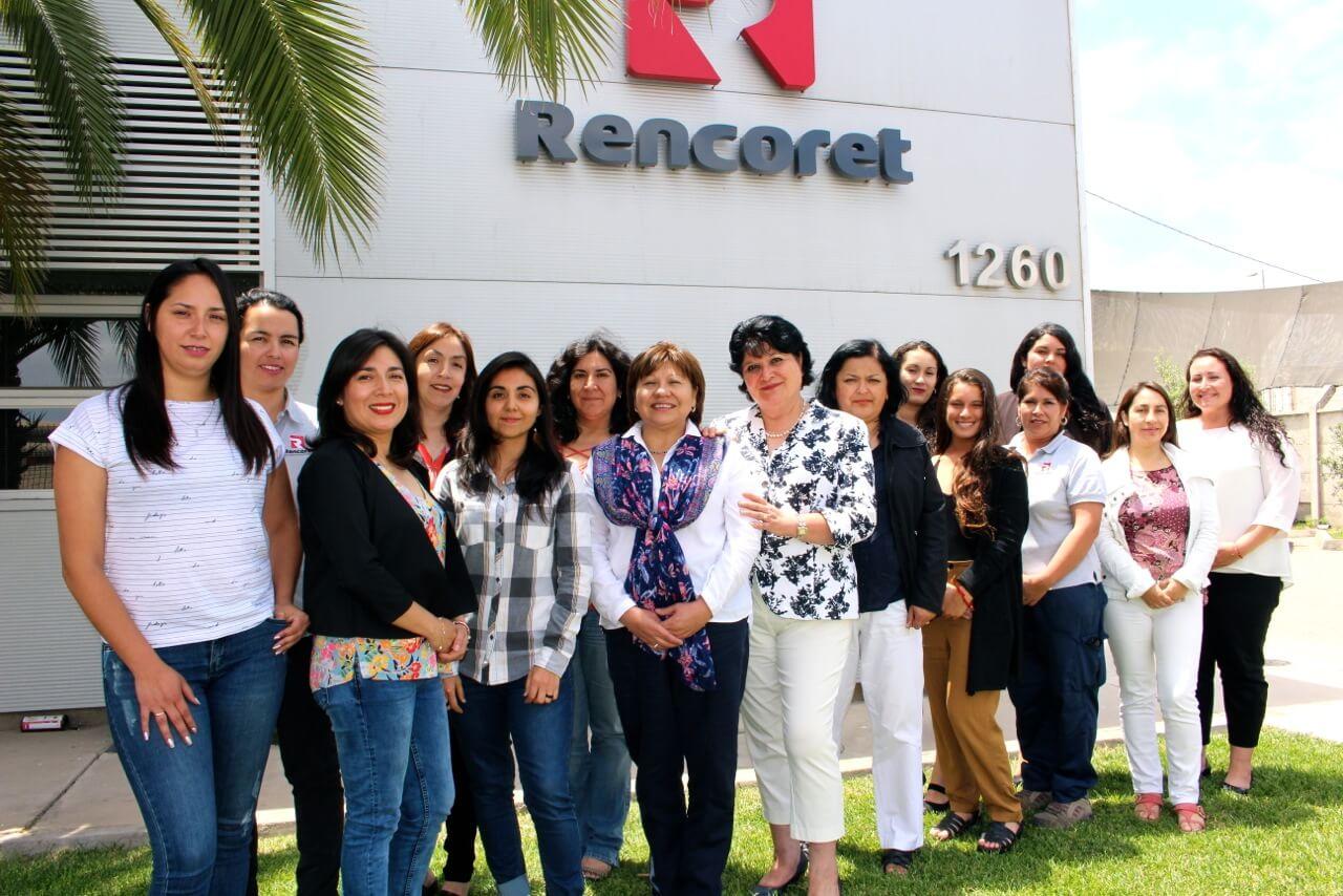 Constructora-Rencoret-inmobiliaria-renval-reportaje-equipo-de-mujeres-en-oficina-central-coquimbo