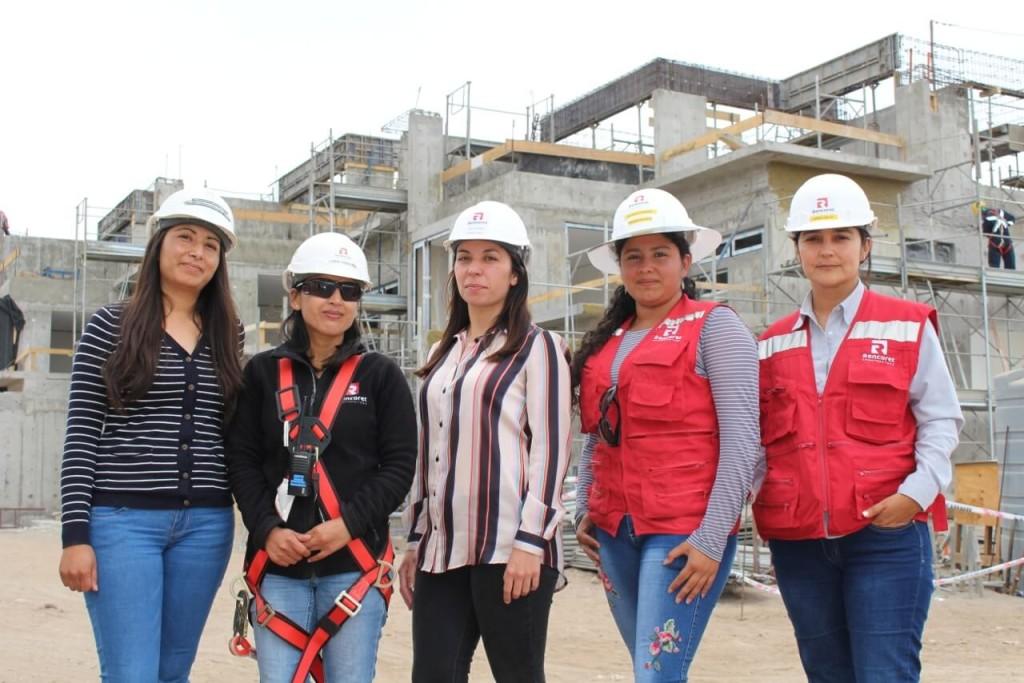 Constructora-Rencoret-reportaje-equipo-de-mujeres-obra-Condominio-Punta-Golf-en-la-serena
