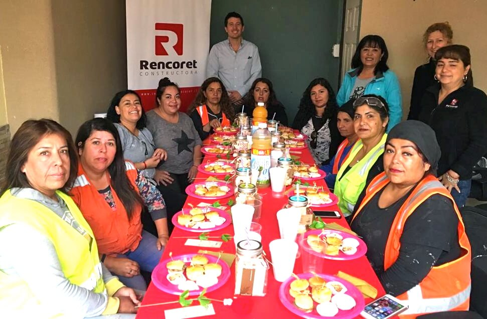 celebracion-dia-de-la-mujer-trabajadoras-constructora-rencoret-Edificio-San-Lorenzo-La-Serena