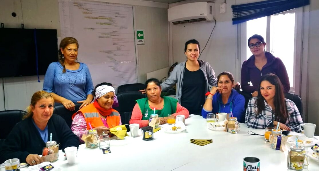 celebracion-dia-de-la-mujer-trabajadoras-constructora-rencoret-Polideportivo-Las-Compañías