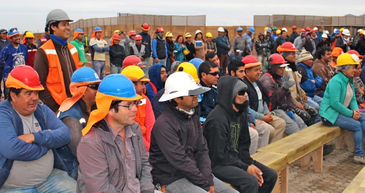 trabajadores-constructora-rencoret-en-la-serena-golf-intervención-cultural-en-faena