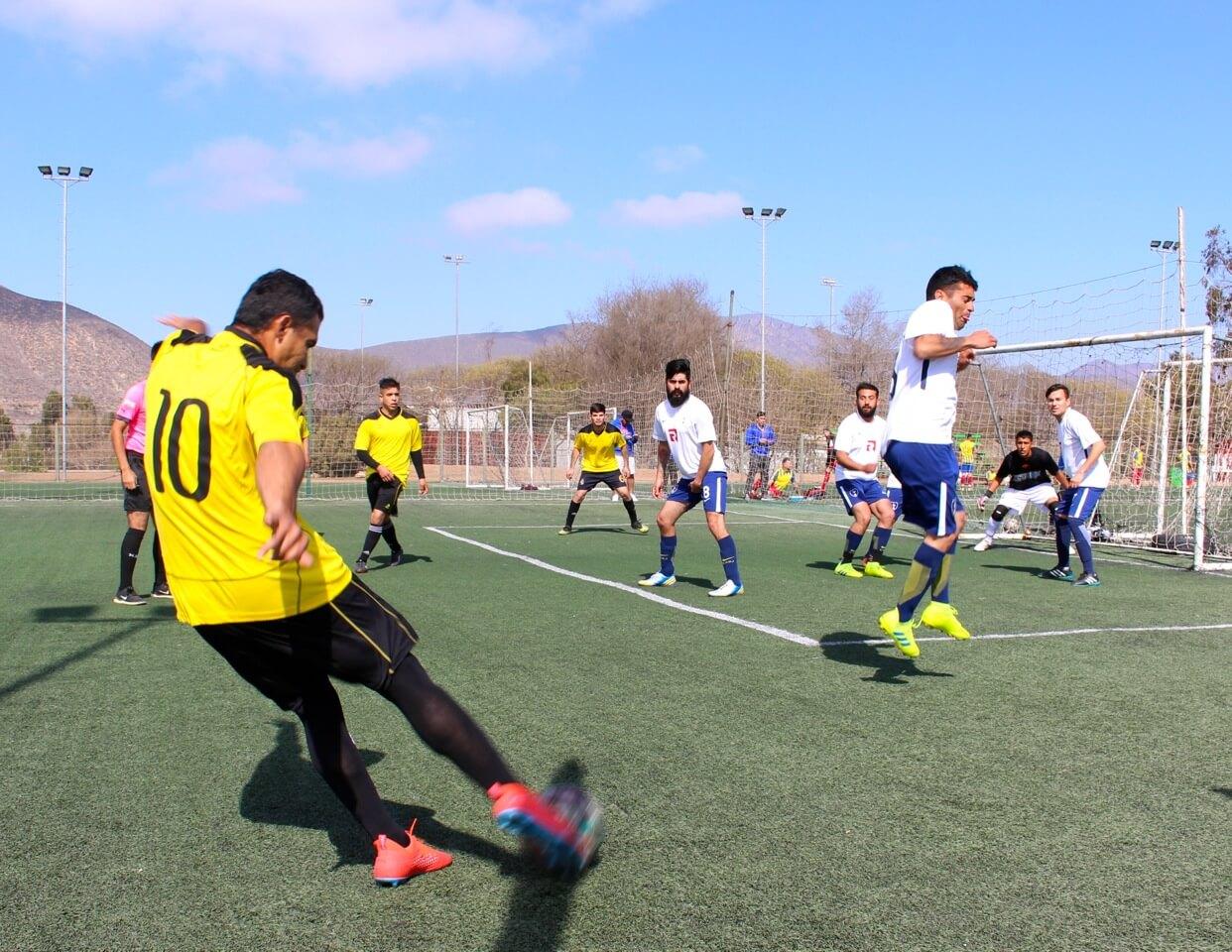 trabajadores-forman-equipo-futbol-maestro-constructora-rencoret-2019